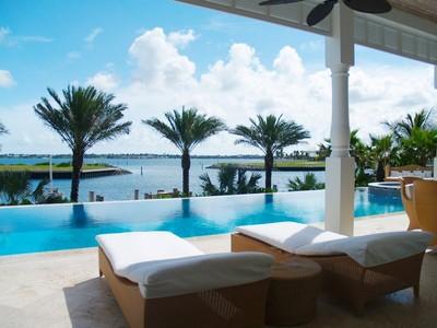 Maison unifamiliale for sales at Casa Plantation  Paradise Island, New Providence/Nassau . Bahamas