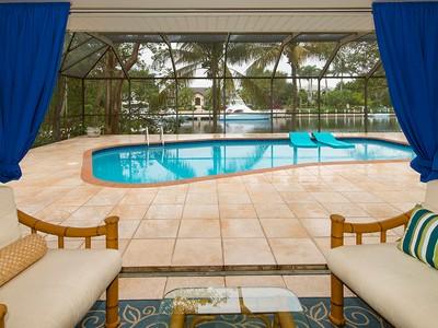 Maison unifamiliale for sales at Wonderful Canal Front Home at Ocean Reef 17 Grayvik Drive Key Largo, Florida 33037 États-Unis