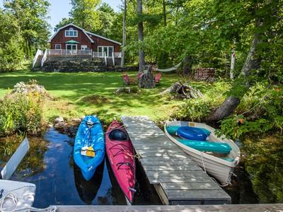 Casa para uma família for sales at Riverside Drive 63 Riverside Drive  Camden, Maine 04843 Estados Unidos