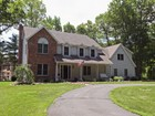Maison unifamiliale for sales at Beautifully Renovated 2A Alpine Road New Fairfield, Connecticut 06812 États-Unis