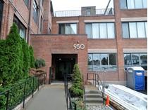 Appartement en copropriété for sales at Sophisticated Corner Loft 950 Dorchester Ave Unit 207  Dorchester, Boston, Massachusetts 02125 États-Unis