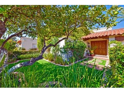 Таунхаус for sales at Completely Remodeled And Enhanced Villa in a Fabulous Gated Community 4336 N 40th Street Phoenix, Аризона 85018 Соединенные Штаты