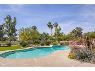 단독 가정 주택 for sales at Classic Elegance On Exceptional View Lot Overlooking The Padre Golf Course 6781 E Caballo Drive Paradise Valley, 아리조나 85253 미국