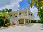 Maison unifamiliale for sales at Magnificent Canal Front Home 128 Venetian Drive Islamorada, Florida 33036 États-Unis