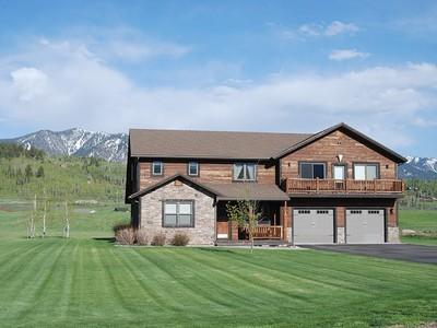 Casa Unifamiliar for sales at Custom Home In Salt River Cove 279 Willow Lake Drive Alpine, Wyoming 83128 Estados Unidos