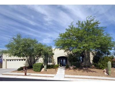 Villa for sales at Charming Montage Vista Home 911 N Leutea Drive Tucson, Arizona 85745 Stati Uniti
