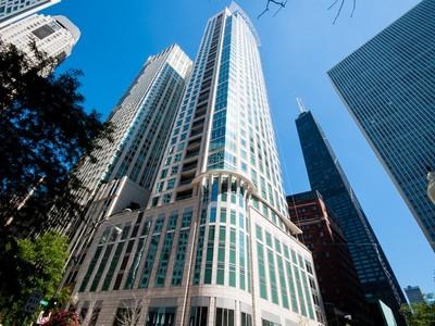 Condominio for sales at Striking Cityscape Views! 50 E Chestnut Street Unit 2301 Chicago, Illinois 60611 Estados Unidos