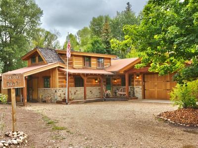 Nhà ở một gia đình for sales at Better Homes and Garden Living on the Weber River! 5799 N Weber Bend Ln Oakley, Utah 84055 Hoa Kỳ