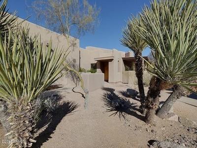Nhà ở một gia đình for sales at Gorgeous Boulders Patio Home 9102 E Clubhouse Court #635 Scottsdale, Arizona 85266 Hoa Kỳ