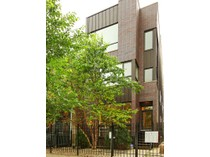 Duplex for sales at Gorgeous Contemporary Duplex Down 1131 W. Addison Unit 1   Chicago, イリノイ 60613 アメリカ合衆国