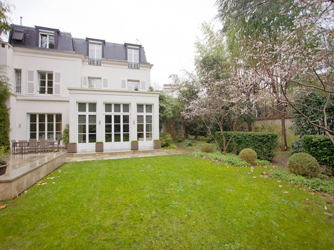 Outros residenciais for sales at Private Mansion with swimming pool- Saint James  Neuilly, Ile-De-France 92200 França