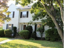Maison unifamiliale for sales at Colonial with Charm and Quality, Great for a Large Family 526 McKinley Avenue   Bridgeport, Connecticut 06602 États-Unis