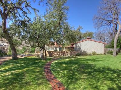 Maison unifamiliale for sales at 307 Crestwood Drive  Fort Worth, Texas 76107 États-Unis