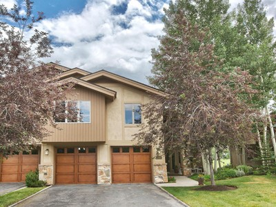 Adosado for sales at Serene and Shady Location in Four Lakes Overlooking Pond on Golf Course 2795 Estates Dr Park City, Utah 84060 Estados Unidos