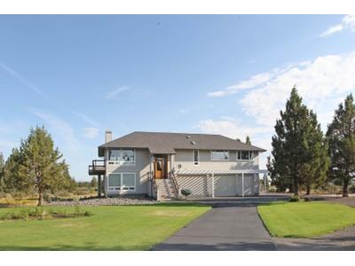 Частный односемейный дом for sales at 66966 Ten Peaks Ct   Bend, Орегон 97701 Соединенные Штаты
