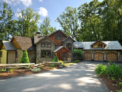 Maison unifamiliale for sales at The Evergreen Lodge 1113 Evergreen Boone, Carolina Du Nord 28607 États-Unis
