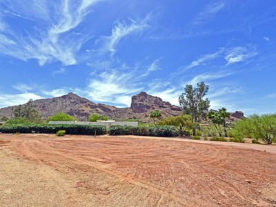 Terreno for sales at Spectacular 360 Degree Mountain Views In The Heart Of Paradise Valley 6120 N 52nd Place #2 Paradise Valley, Arizona 85253 Estados Unidos