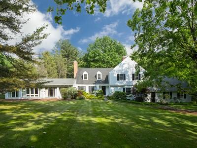 Maison unifamiliale for sales at Plenty Of Modern Panache 100 Hunt Drive Princeton, New Jersey 08540 États-Unis
