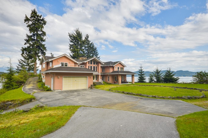 Maison unifamiliale for sales at 2.5 Acre Waterfront Estate 1574 Smith Road Gibsons, Colombie-Britannique V0N1V0 Canada