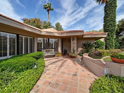 Villa for sales at Beautifully Updated Arcadia Property in Soft Contemporary Style 4565 E Lafayette Blvd Phoenix, Arizona 85018 Stati Uniti