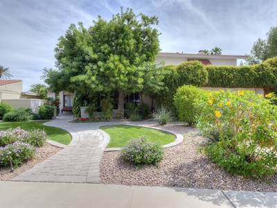 Villa for sales at Spectacular Home is a Great Value in Perfect Scottsdale Location 8625 N Farview Drive Scottsdale, Arizona 85258 Stati Uniti