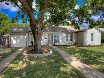 Maison unifamiliale for sales at 3528 W Biddison Street   Fort Worth, Texas 76109 États-Unis