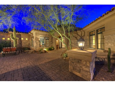 Einfamilienhaus for sales at Gorgeous Home Nestled On Quiet Paradise Valley Street 6230 N 51st Place  Paradise Valley, Arizona 85253 Vereinigte Staaten