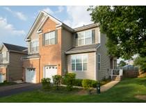 타운하우스 for sales at End Unit in Montgomery Hills - Montgomery Township 49 Hoover Avenue   Princeton, 뉴저지 08540 미국