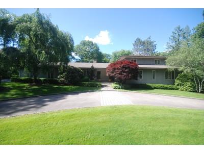 Частный односемейный дом for sales at Immaculate and shining 29 Rock Lane Harrison, Нью-Мексико 10528 Соединенные Штаты