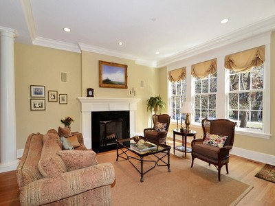 Villa for sales at Classic Residence in Fabulous Lincoln Park 1026 W Altgeld Street Chicago, Illinois 60614 Stati Uniti