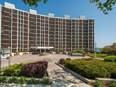 Condominium for sales at Lakefront living at its best! 1500 Sheridan Road #4A Wilmette, Illinois 60091 United States