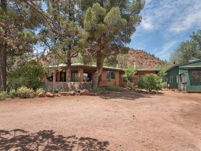 "Maison unifamiliale for sales at Amazing ""Old Sedona"" Home 1955 Red Rock Loop Rd Sedona, Arizona 86336 États-Unis"
