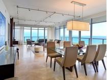 Appartement en copropriété for sales at Caribbean S-1002 3737 Collins Avenue S-1002   Miami Beach, Florida 33140 États-Unis