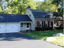 Casa Unifamiliar for sales at Location & Curb Appeal 32 Cobblers Lane   Norwalk, Connecticut 06851 Estados Unidos