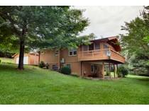 단독 가정 주택 for sales at Charming Country Home with Acreage 142 Secret Lane   Hendersonville, 노스캐놀라이나 28792 미국