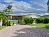 Vivienda unifamiliar for sales at Charming Canalfront Home 168 N Coconut Palm Blvd Plantation Key, Florida 33070 Estados Unidos