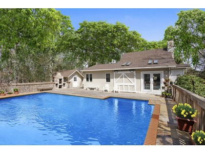 Casa para uma família for sales at Westhampton Renovated Barn 6 Evelyn Court  Westhampton, Nova York 11977 Estados Unidos