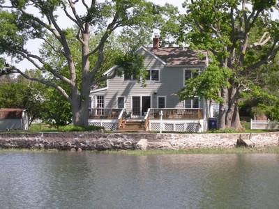 Casa Unifamiliar for sales at Abundance of Attributes 2 Channel Avenue Norwalk, Connecticut 06854 Estados Unidos