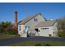 Villa for sales at Canalfront with Boatslips 39 Laura Lee Drive   Center Moriches, New York 11934 Stati Uniti