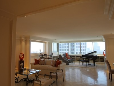 Condominio for sales at 875 Comstock Ave #11B  Los Angeles, California 90024 Stati Uniti
