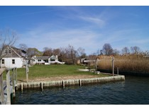 Villa for sales at Canalfront with Dock 28 Bowditch Lane   Center Moriches, New York 11934 Stati Uniti