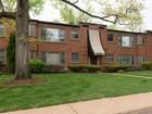 Nhà chung cư for sales at Modern convenience meets old world charm 8111 Roxburgh Drive #2NW St. Louis, Missouri 63105 Hoa Kỳ