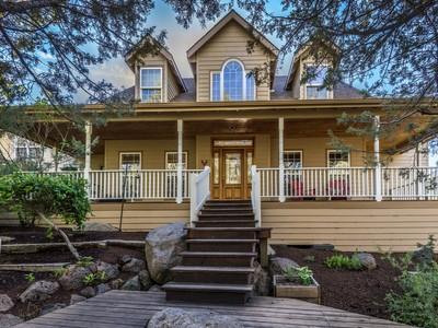Частный односемейный дом for sales at 2707 NW Pickett Ct.   Bend, Орегон 97701 Соединенные Штаты