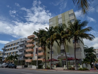 Кооперативная квартира for sales at Ocean Spray 4130 Collins Ave 403 Miami Beach, Флорида 33140 Соединенные Штаты