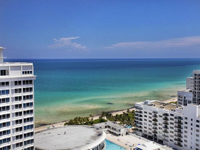Copropriété for sales at 5500 Collins Ave 5500 Collins Ave 2301 Miami Beach, Florida 33140 États-Unis