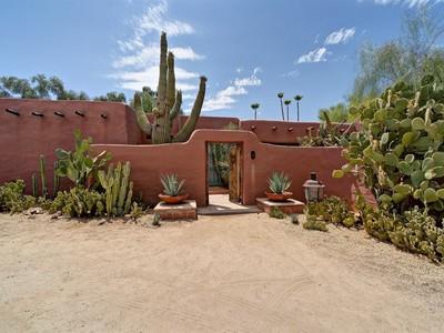 단독 가정 주택 for sales at Authentic Southwest Architecture In Paradise Valley 5828 N Casa Blanca Drive Paradise Valley, 아리조나 85253 미국