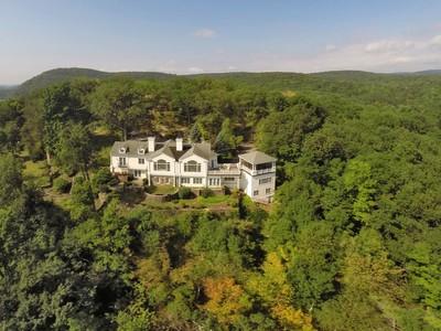 Single Family Home for  at Bella Lago 52 Turtle Mountain Rd Tuxedo Park, New York 10987 United States