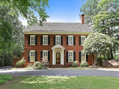 Maison unifamiliale for sales at Beautiful Brick Georgian Home 2890 Bakers Farm Road Atlanta, Georgia 30339 États-Unis