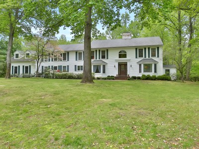Einfamilienhaus for sales at 6 Beaver Dam Road  Colts Neck, New Jersey 07722 Vereinigte Staaten