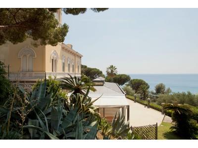Частный односемейный дом for sales at Вилла в стиле Арт-Нуво, возвышающаяся на морем Celle Ligure Celle Ligure, Savona 17015 Италия